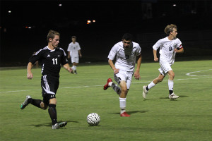 Boys soccer ties Blue Valley North in double overtime