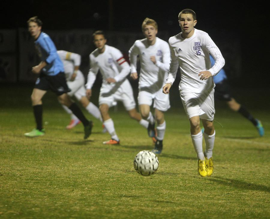 Soccer team defeats Shawnee Mission East, advances in the state tournament