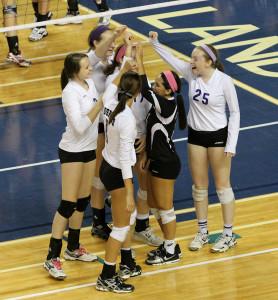 Volleyball defeats Manhattan in state tournament