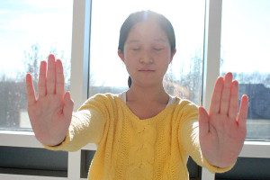 Video and Demonstration: Opening energy channels through Falun Dafa