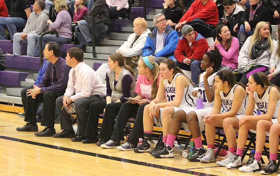 Girls+basketball+hosts+annual+Pink+Out+night