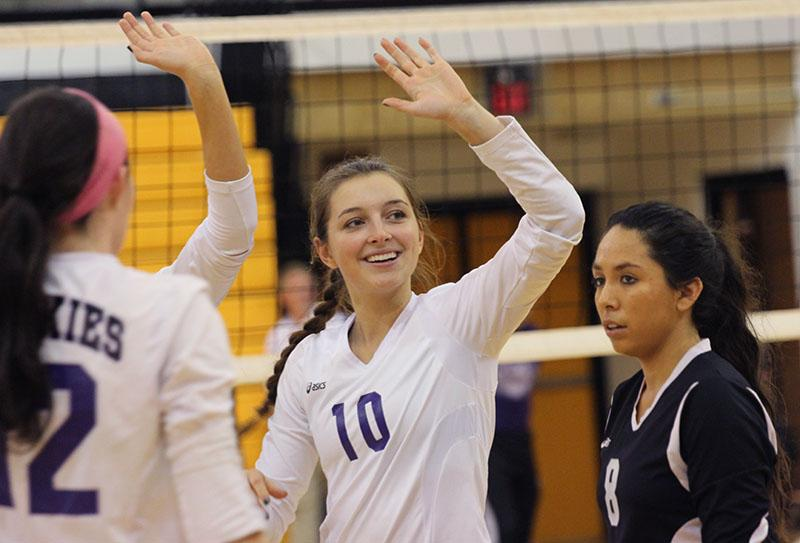 Photo Gallery: Volleyball vs. Shawnee Mission West