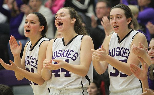 Girls varsity basketball defeats Gardner Edgerton 49-47
