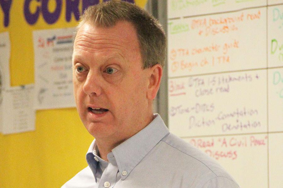 Greg Knapp speaks to Political Science club