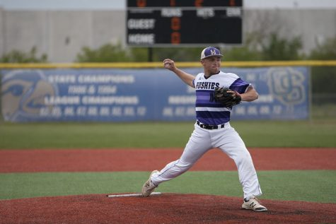 Baseball wins first game of regionals, 6-5, and loses second game, 0-2