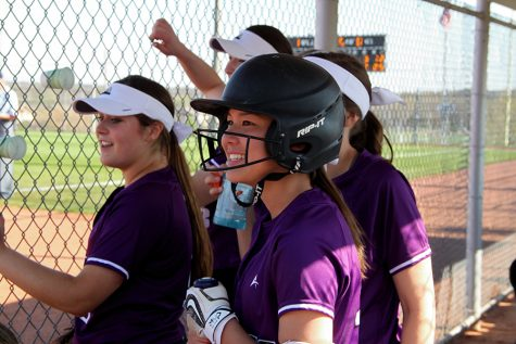 BVNW softball gets swept by Blue Valley