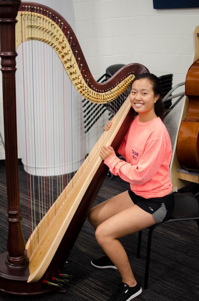 Li+poses+with+the+new+harp.+