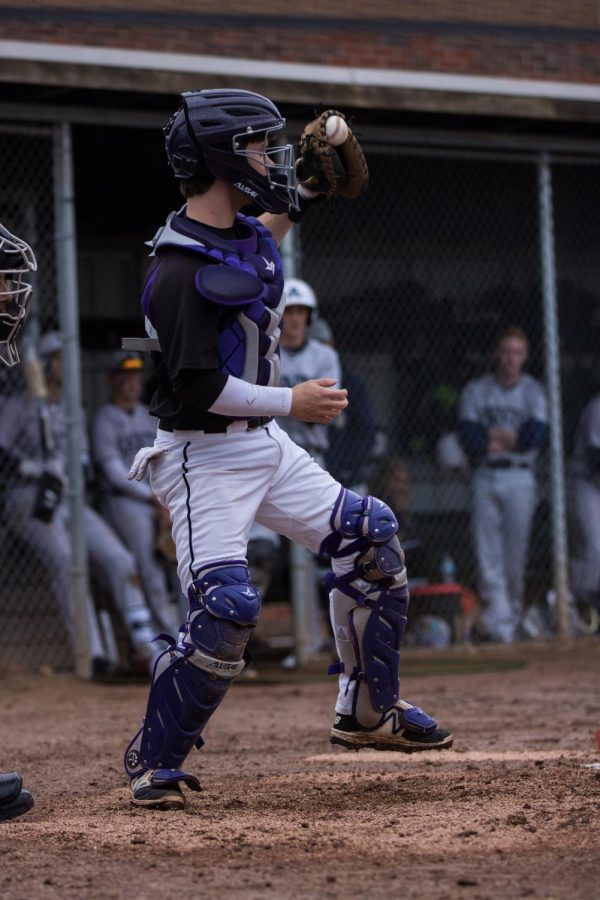 Senior+catcher+Clayton+Leathers+eyes+down+a+runner+Wednesday%2C+March+28+in+a+9-8+loss+to+Saint+Thomas+Aquinas.+