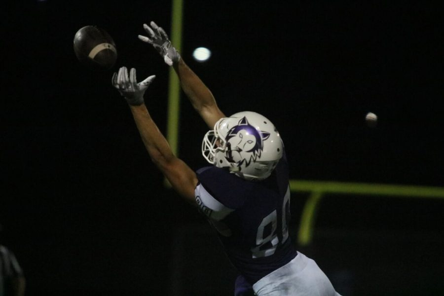 Senior+Tanner+Sample+%2880%29+extends+to+catch+the+ball+in+the+game+against+Harrisonville+on+Sept.+7+at+the+DAC.+The+Huskies+dropped+the+game+to+the+Wildcats%2C+29-24.