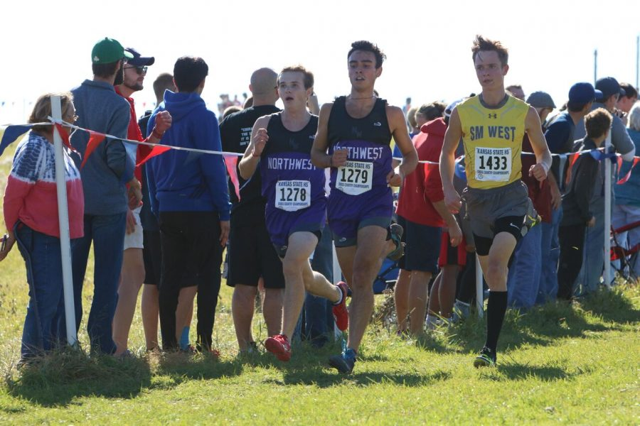 Sophomore+Cameron+Quick+%28left%29+and+senior+Harrison+Snell+%28right%29+run+at+Rim+Rock+on+Oct.+27.+The+BVNW+boys+varsity+team+placed+ninth+in+the+team+competition.