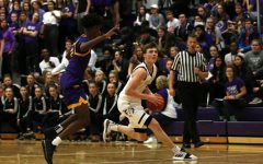 No. 1 Huskies start season with 70-40 win over unranked Blue Springs