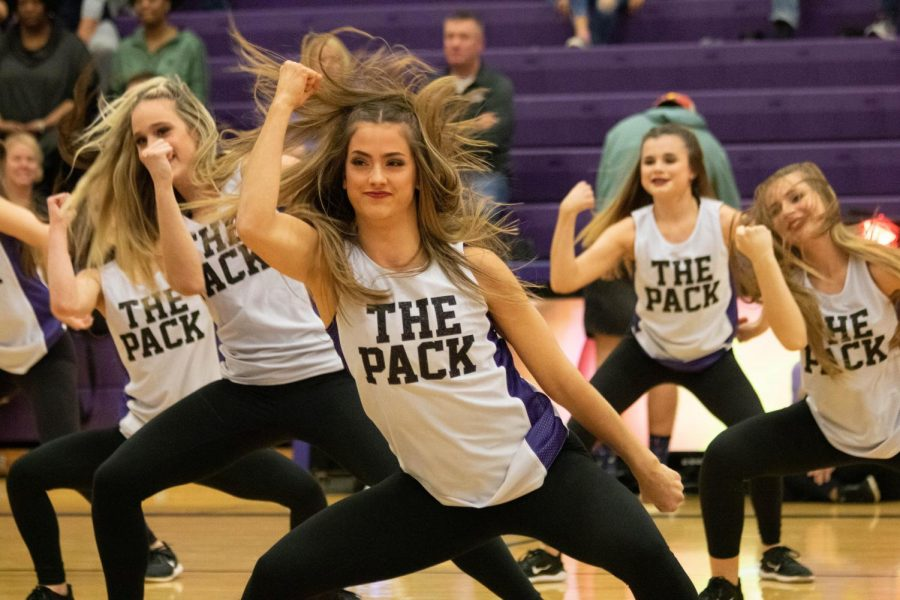 Senior+Bella+Steketee+and+The+Pack+dance+team+perform+at+Late+Night+in+the+Pound%2C+Friday+Nov.+22+at+BVNW.