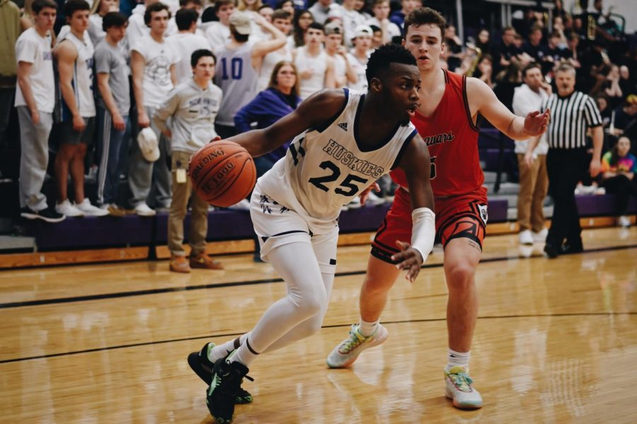 Big fourth quarter helps Huskies pull away from the Jaguars, 58-45