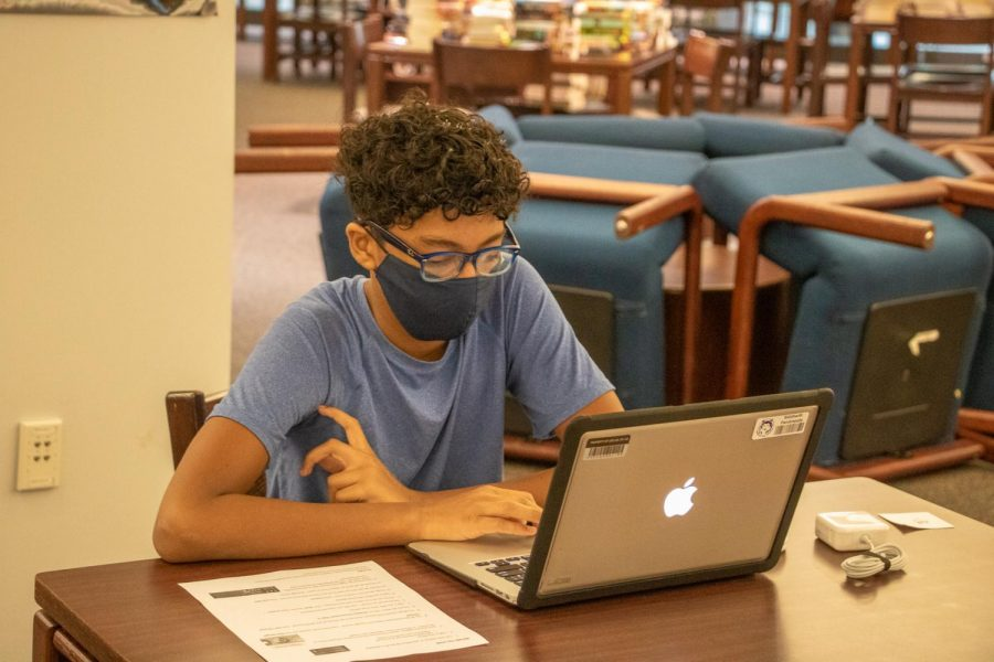 Gallery: Incoming freshman receive MacBooks