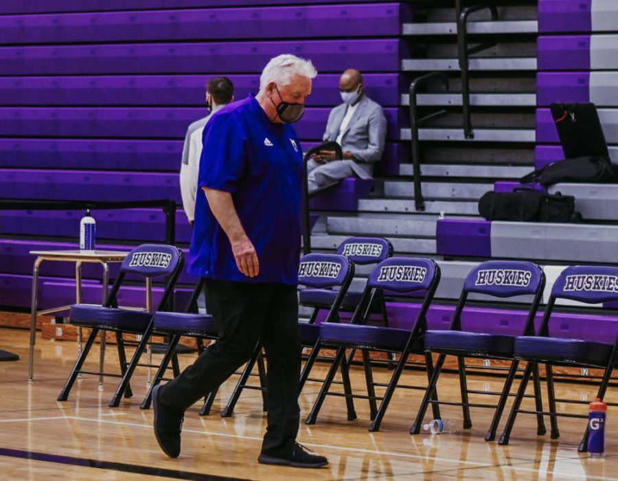 Head+coach+Ed+Fritz+walks+off+the+court+after+being+defeated+by+the+Lawrence+Lions+in+the+state+quarterfinal+game.+The+game+would+end+up+being+his+last+time+coaching+the+Huskies.